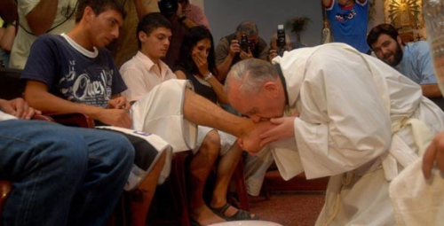 pope francis prison washing feet