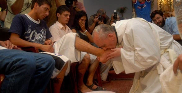 pope francis prison washing feet
