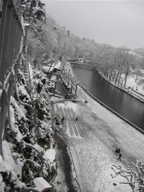 lourdes-grotto-ice-snow